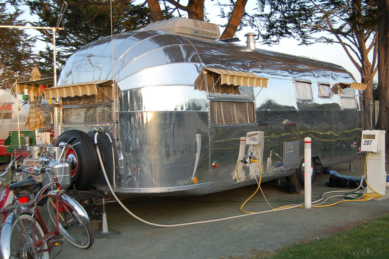 Vintage Airstream Trailer Pictures, from OldTrailer com