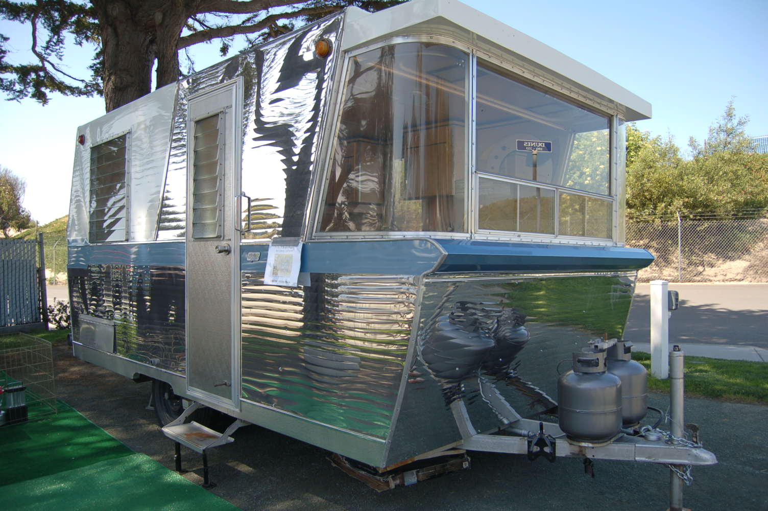 Vintage Holiday House Trailer Pictures and History, from