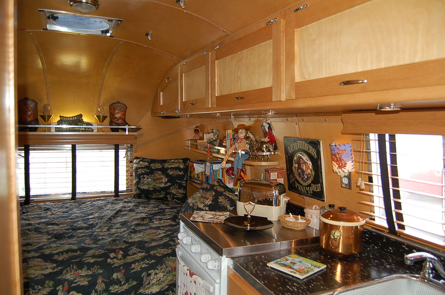 Vintage 1961 Airstream Globetrotter With Very Fine Wood Ceiling Cabinetry