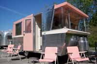 Pictures and history of Holiday House travel trailers